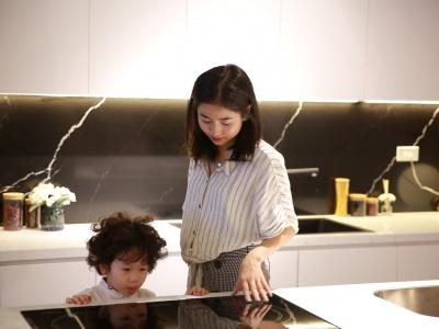 Gia đình Ba Duy Nam Thương trải nghiệm căn hộ mẫu XHOME Eco