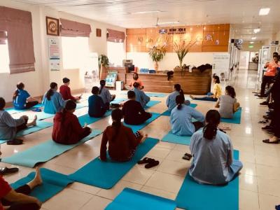 XHOME tổ chức lớp học YOGA tại viện K